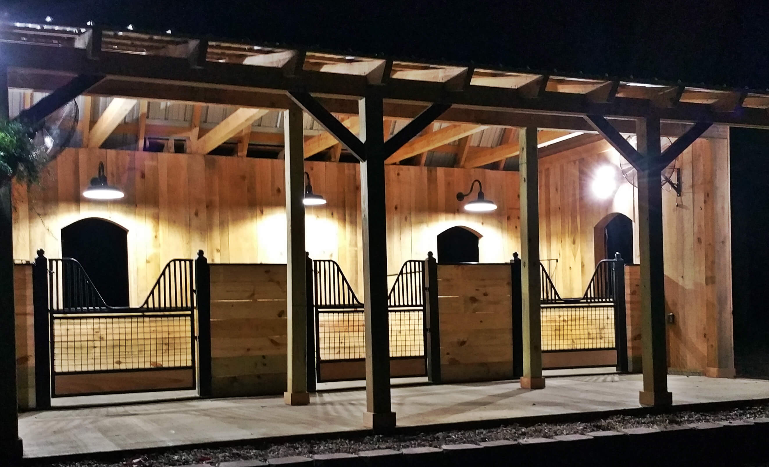 Hinged Stall Doors vs. Sliding Stall Doors – Choosing the Right Stall Doors for Your Horse Barn